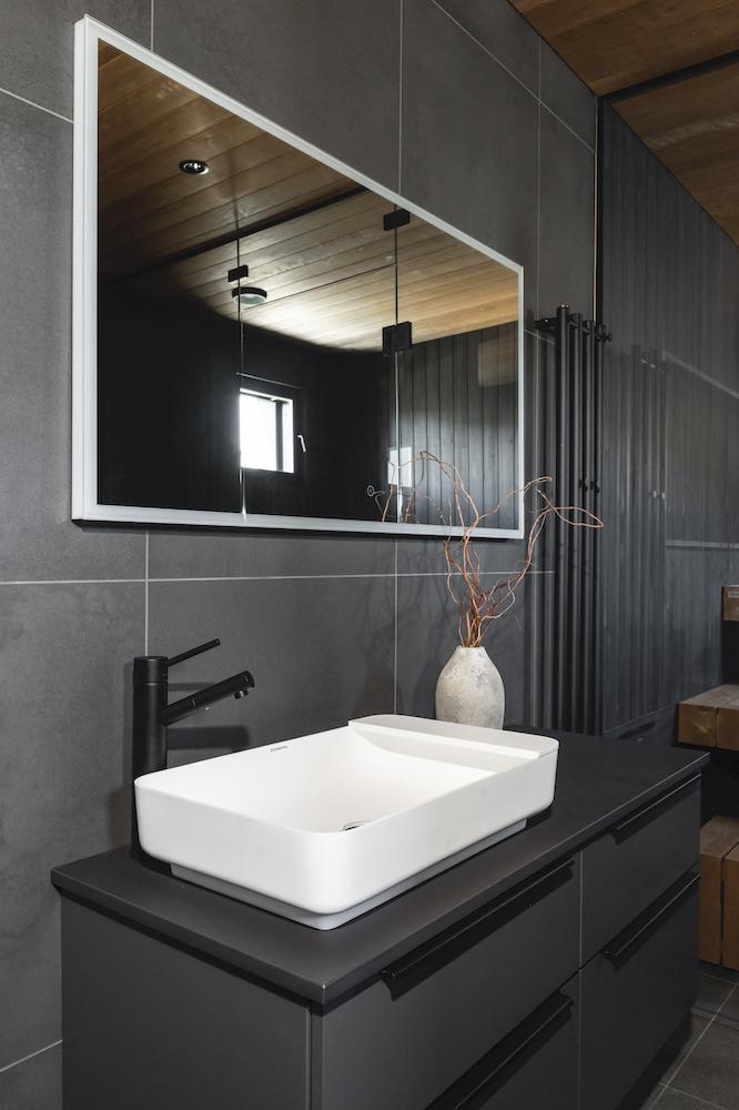 Kylpyhuone sisustussuunnittelija Heli Virtanen Iloa360, asuntomessukohde Finnlog Hetena Tuusulan Asuntomessut